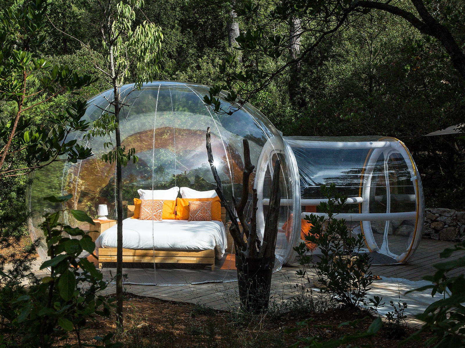 dormir dans une bulle en paca week end insolite bulles des bois. Black Bedroom Furniture Sets. Home Design Ideas